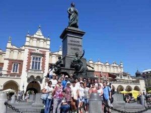 pomnik Adama Mickiewicza na Rynku Głównym w Krakowie